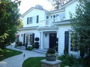 Hamptons in California Exterior